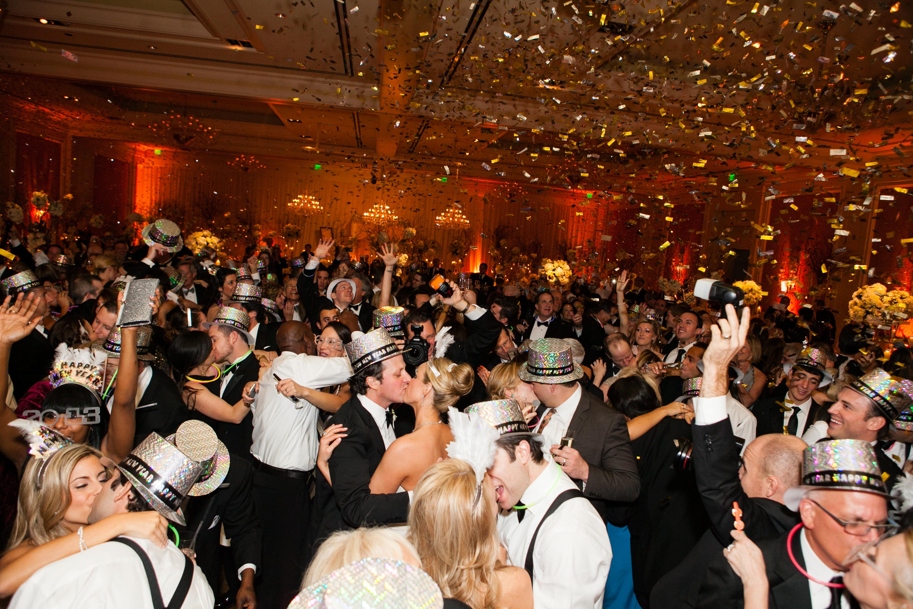 Confetti Canon Wedding New Years Eve party colored confetti1593